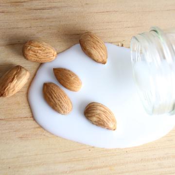 almonds 3636559